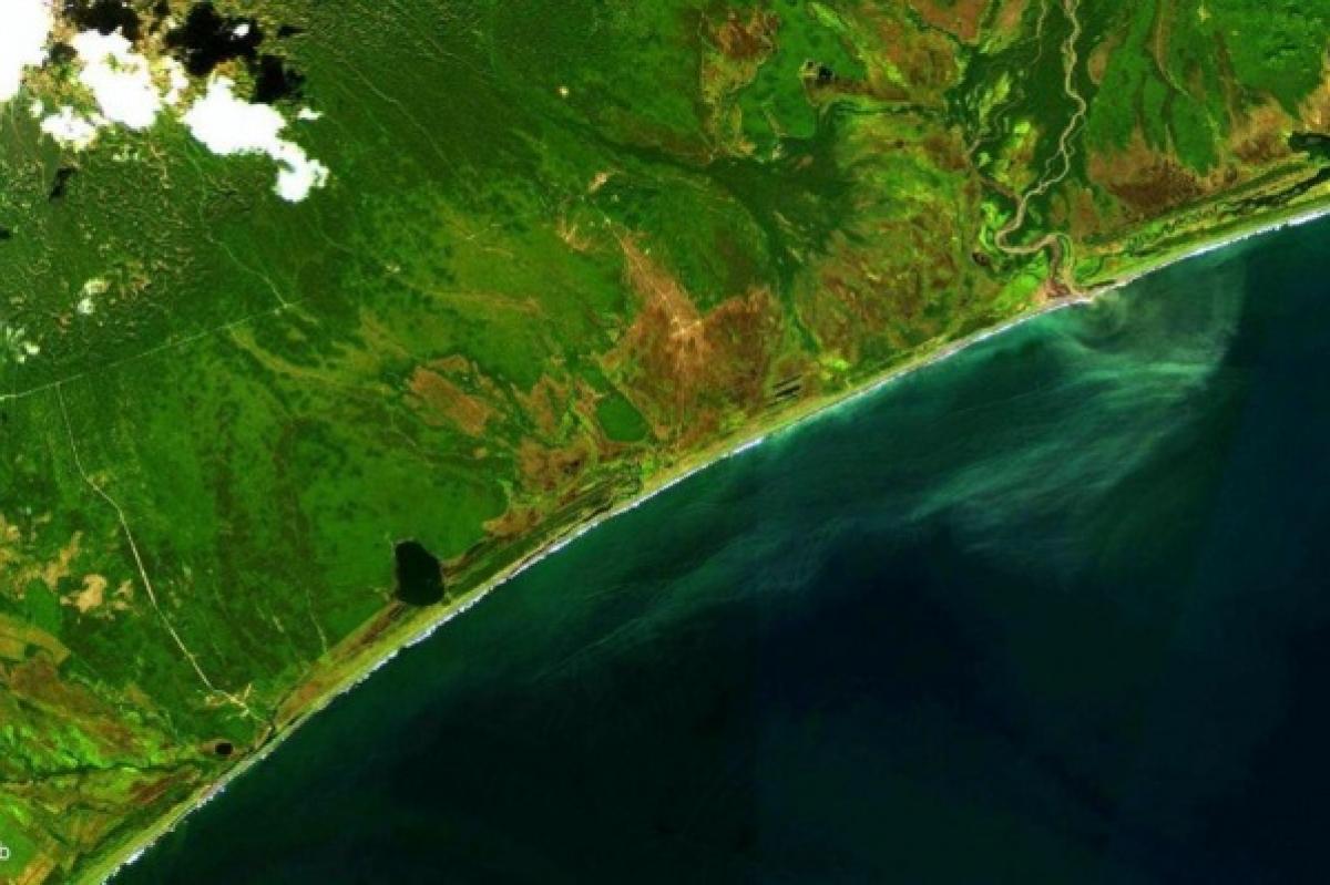 Россия обманывает мир: на кадрах видно, что течет из реки на Камчатке