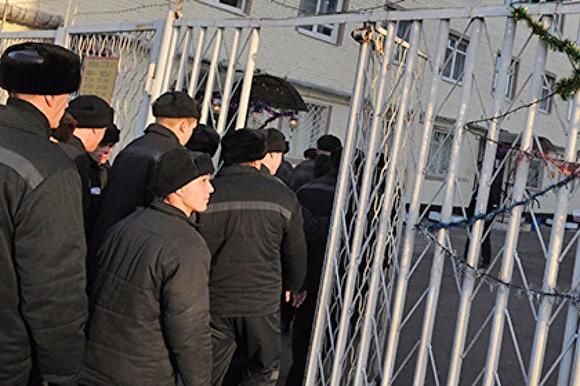 Не поделили авторитет: в Шосткинской колонии №66 произошла массовая драка с летальным исходом, следствие назвало причины инцидента
