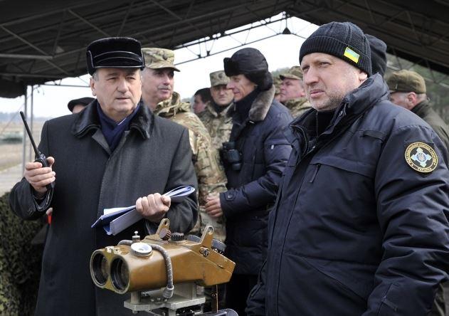 Турчинов: Украина будет увеличивать оборонный потенциал и вооружаться новой техникой