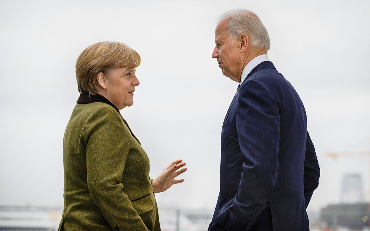 """WSJ: США и Германия готовы поддержать Украину не только финансово из-за запуска """"СП-2"""""""