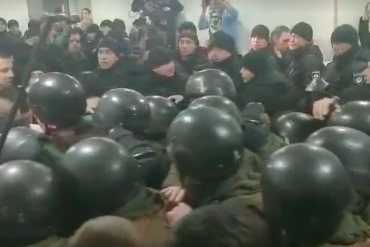 Драка с полицией на суде Юлии Кузьменко: подозреваемая в убийстве Шеремета выставила ультиматум