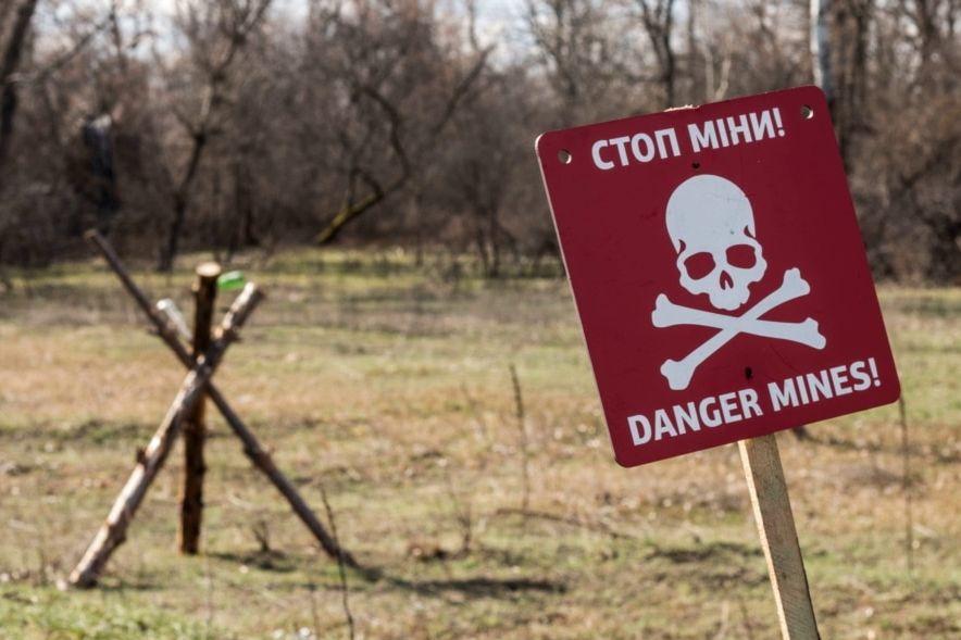 В Славяносербске два подростка подорвались на российской мине - ребенок скончался