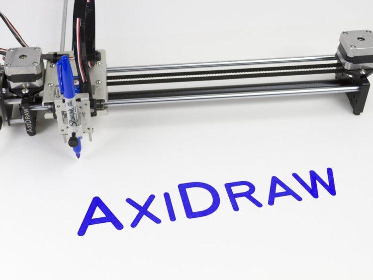 В США создан робот с идеальным почерком для рисования картин и подписи документов