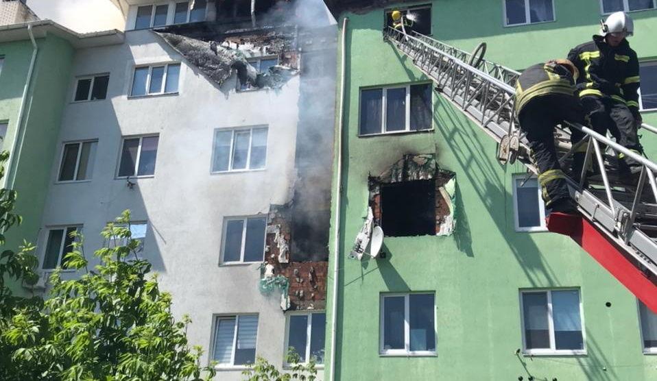 Взрыв в многоэтажке в селе Белгородка под Киевом: жителей эвакуировали, есть жертвы