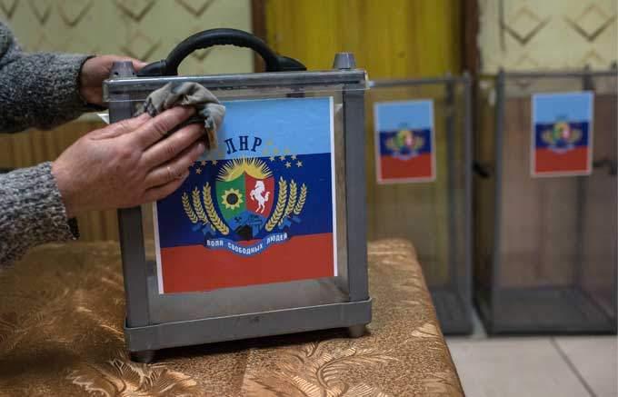 """Муженко рассказал, благодаря чему в """"ЛНР"""" и """"ДНР"""" пройдут выборы - в России серьезно задумались"""