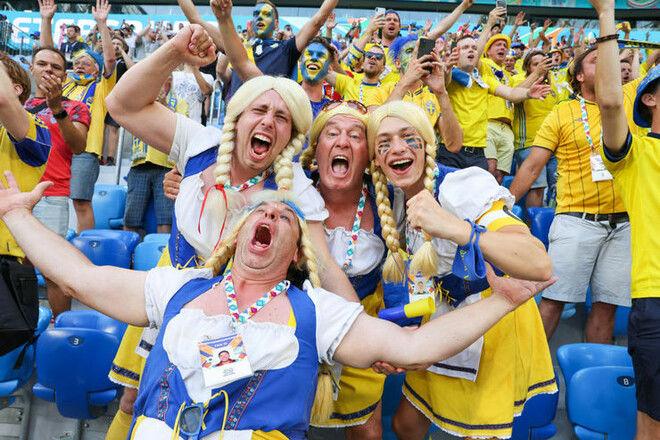Посол Швеции показал мем про сборную Украины на Евро – фанаты ответили баннером у Посольства в Киеве