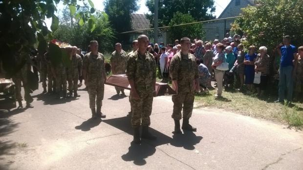 Защитнику Украины Дмитрию Наумову было всего 33 года, мужественно погиб под оккупированным Донецком. Без отца остались трое детей