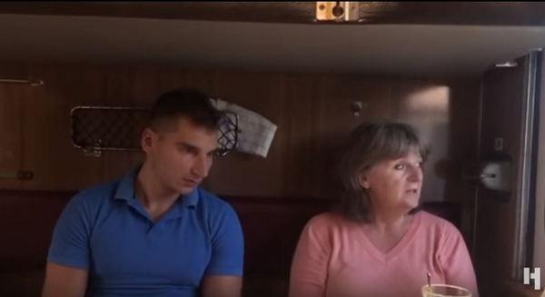 """""""Российские власти ее проигнорировали, только ФСБ дало напутствие"""", - мать """"ихтамнета"""" Агеева, прихватив журналиста, прибыла в Украину на встречу с арестованным сыном - кадры"""