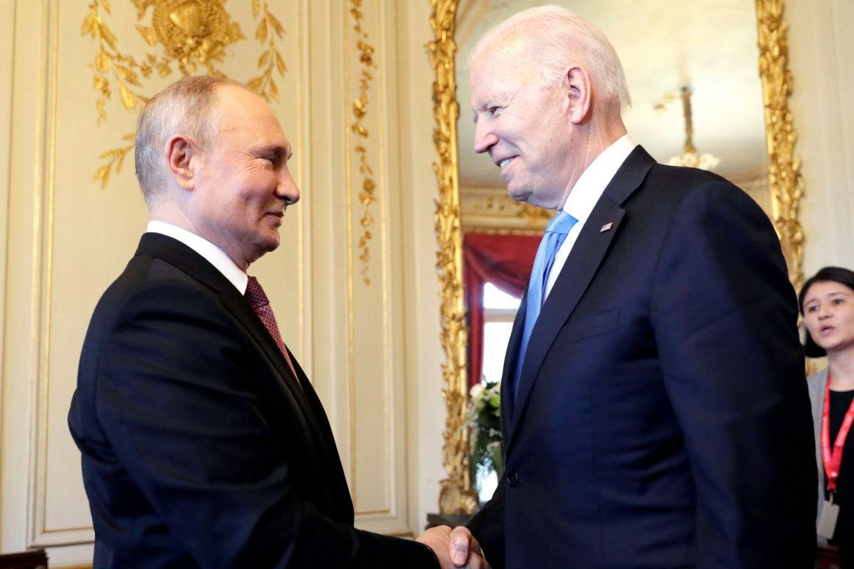 """Первая встреча и 2-часовые переговоры: Байден и Путин поговорили в Женеве """"в узком кругу"""""""