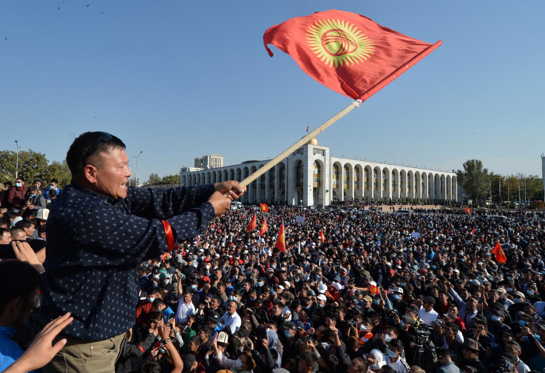 Президент Кыргызстана готов уйти в отставку – оппозиция выдвинула своего премьера
