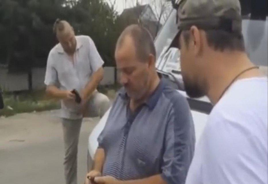 """Бойцы батальона """"Донбасс"""" провели жесткую воспитательную беседу с грубым водителем маршрутки: """"Будь человеком, чмошник"""""""