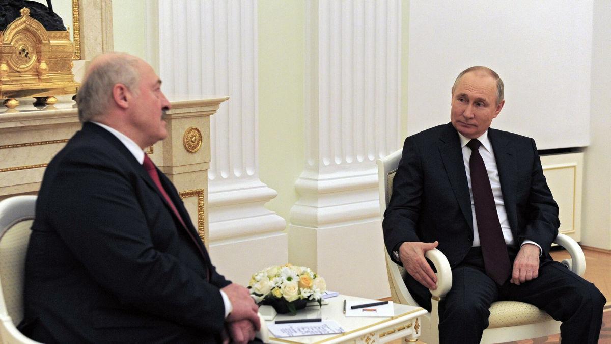 """Пять часов переговоров Путина и Лукашенко: """"президент"""" Беларуси оказался в очень невыгодном положении"""