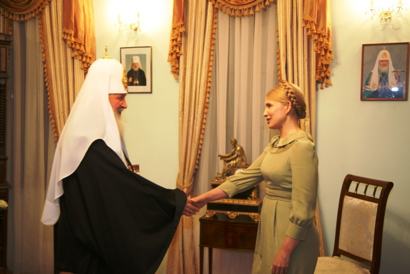 """Помните, Тимошенко в 2009-м была первой в очереди лобзать руки идеолога """"ру**кого мира"""" патриарха Кирилла - кадры"""