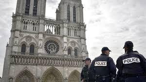 """""""Это вам за Сирию"""", - стало известно, что кричал напавший на полицейского мужчина с молотком возле собора Нотр-Дам"""