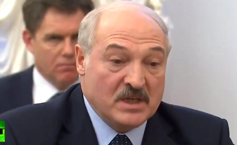 Неправильные расчеты: Лукашенко пошел на прямую конфронтацию с Путиным под камерами – видео перепалки