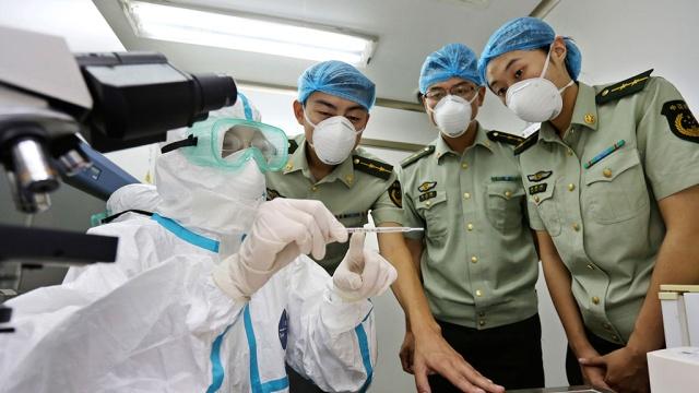 """МОЗ: В ситуации с Эболой настал """"переломный момент"""""""