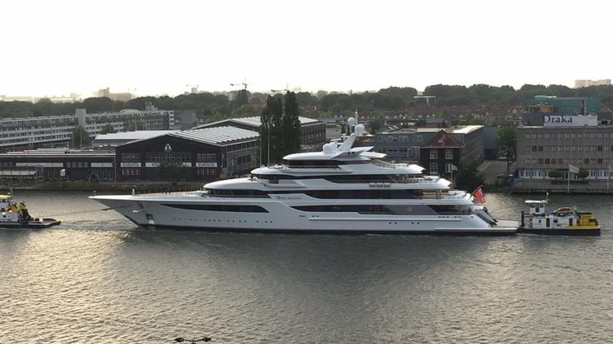 СМИ раскрыли, как Медведчук скрыл 5-палубную яхту от санкций