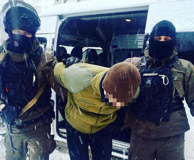 Грозит до 7 лет тюрьмы: во Львове задержали студентов, осквернивших памятник Бандере