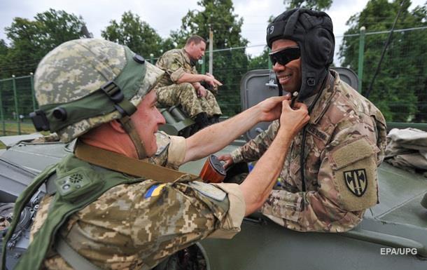 Порошенко дал добро на присвоение военным иностранцам статуса украинского гражданства