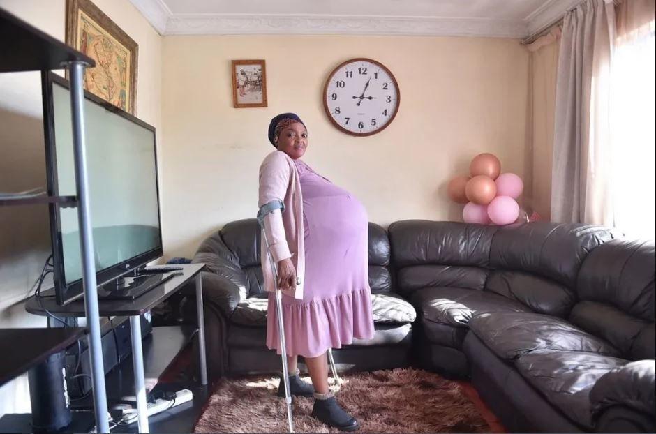 История об африканке, родившей 10 близнецов, приняла неожиданный поворот: многодетная мать вынуждена скрываться