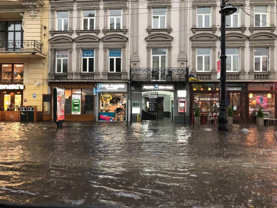 Львов накрыла вторая за неделю буря, город парализован – власти созывают оперативный штаб