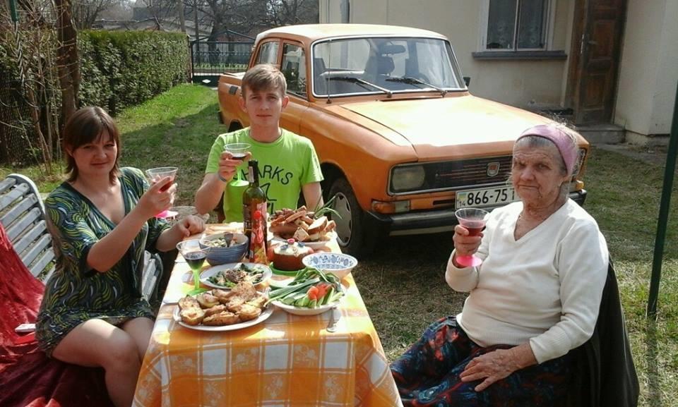 """""""Проклятые бандеровцы"""" рассказали всю правду о том, как """"гнобили"""" несчастного жителя Донбасса и всю его семью, приютив их в своем доме"""