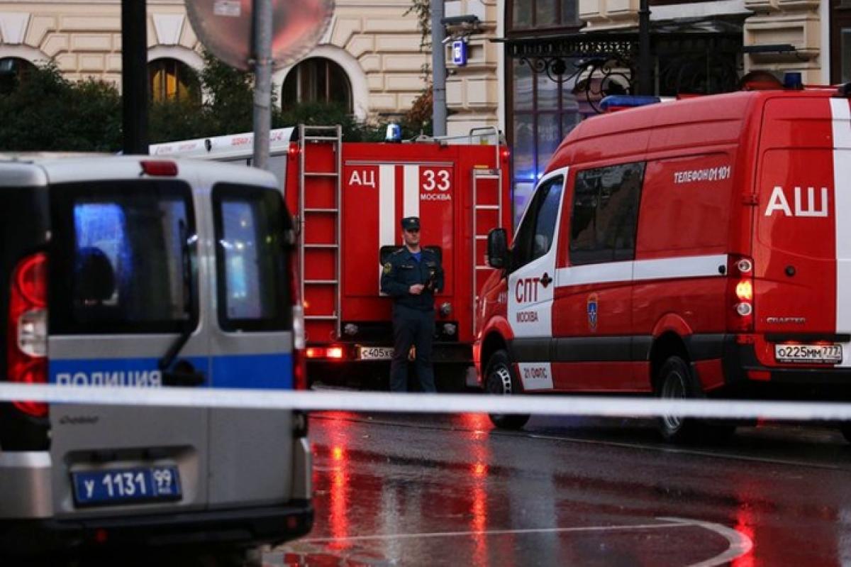 """В Москве """"курьер"""" захватил отделение """"Альфа-Банка"""" - в заложниках более 5 человек, видео"""