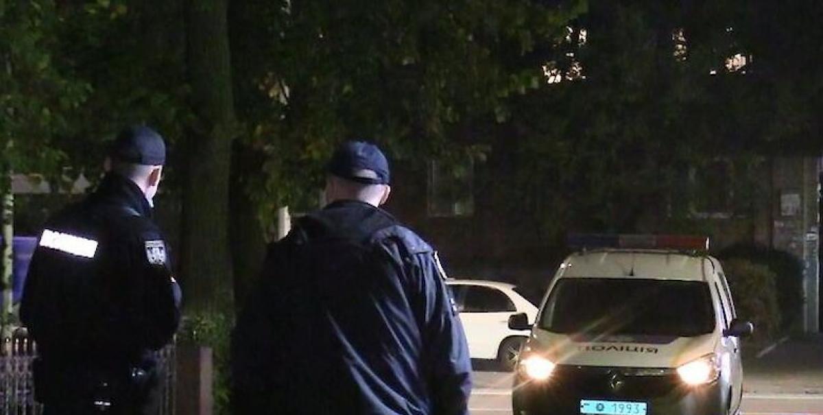 В Киеве возле ресторана обнаружено тело полураздетой девушка: полиция выясняет причины