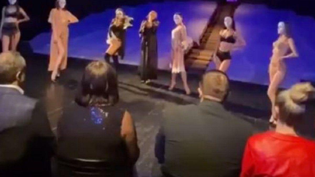 Вечеринка в честь Дня театра: СМИ показали, как руководство Херсонщины отдыхало с полуголыми девушками