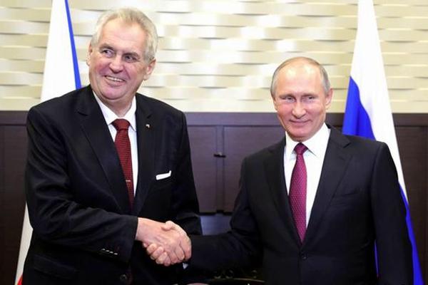 СМИ: Президент Чехии Земан тайно признал Крым частью России