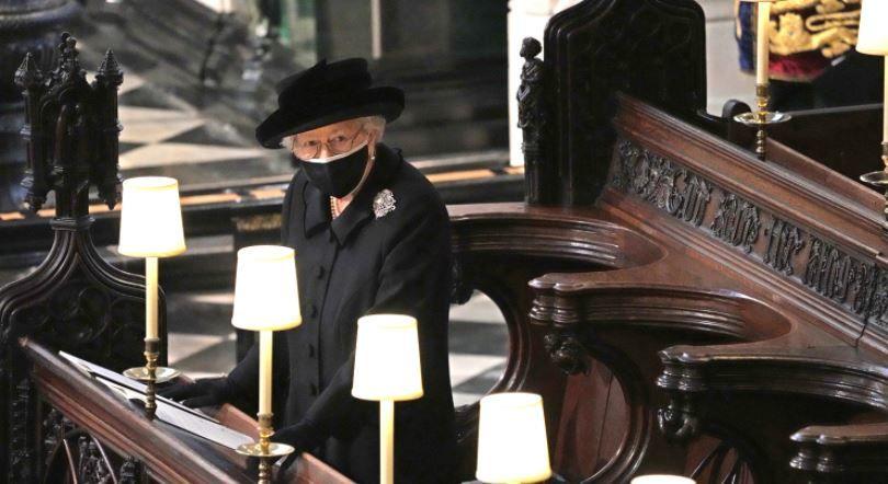 Стало известно о тайном письме королевы Елизаветы II , которое она положила на гроб принца Филиппа