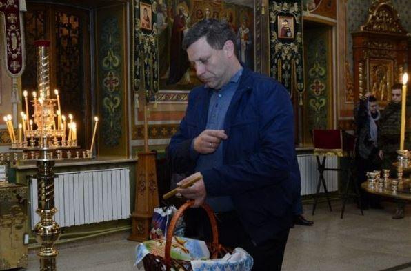 """Убивал и сажал на подвалы, теперь можно и в храм: фото с главарем """"ДНР"""" Захарченко в церкви на Пасху возмутило соцсети - кадры"""
