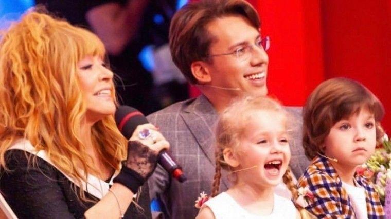 """Галкин показал реакцию детей на выступление Примадонны по ТВ: """"Трогательный момент"""""""