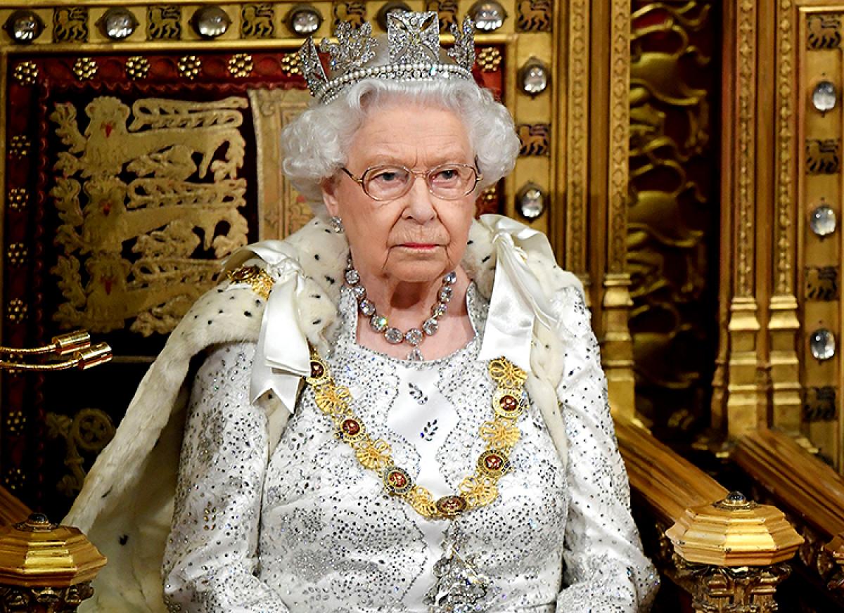 У подданного Елизаветы II нашли коронавирус - королева Великобритании в зоне риска