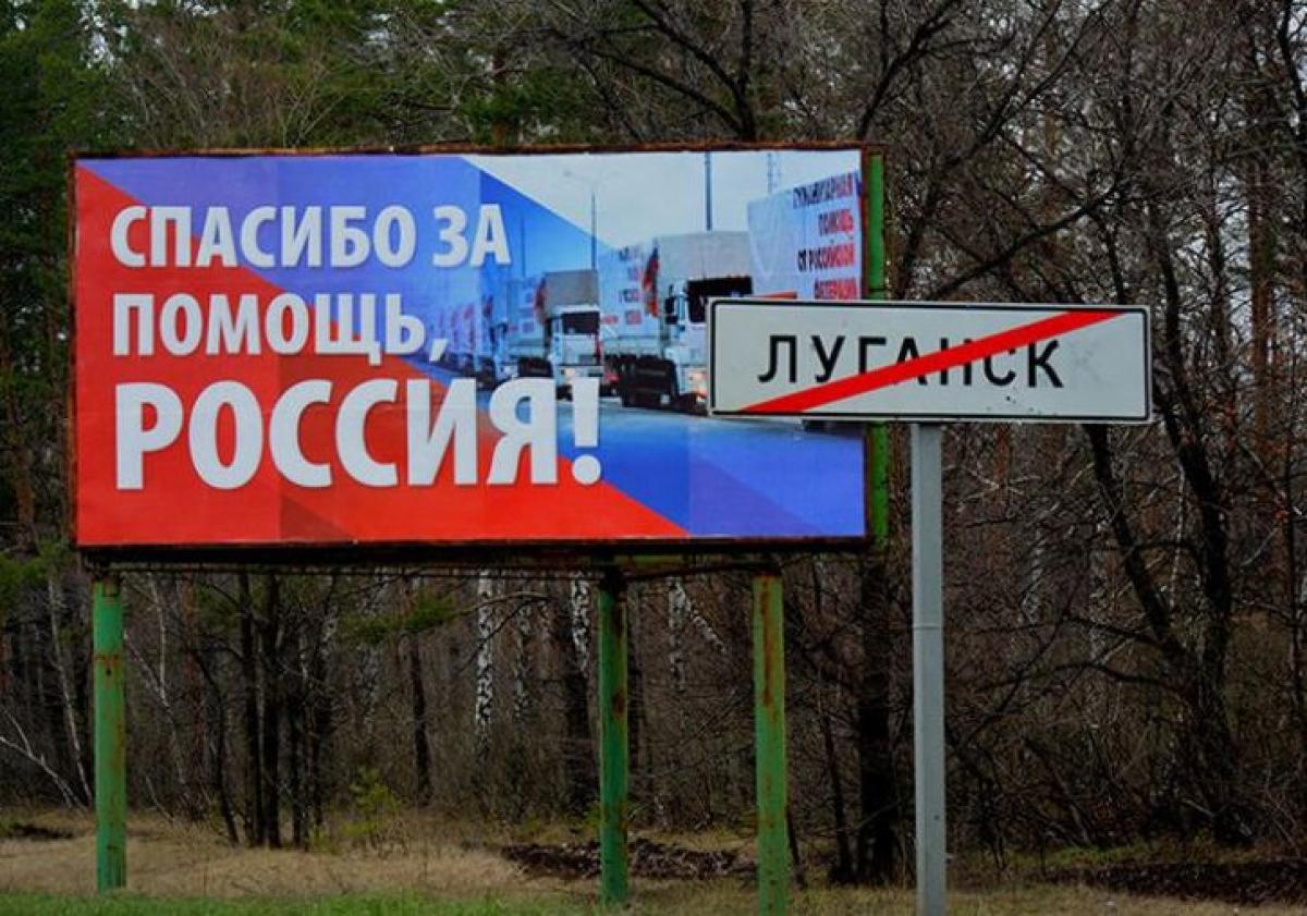"""Жители думали, что """"начался штурм"""": в Луганске """"ополченцы"""" из гаубиц 23 февраля разгромили цирк и дома"""