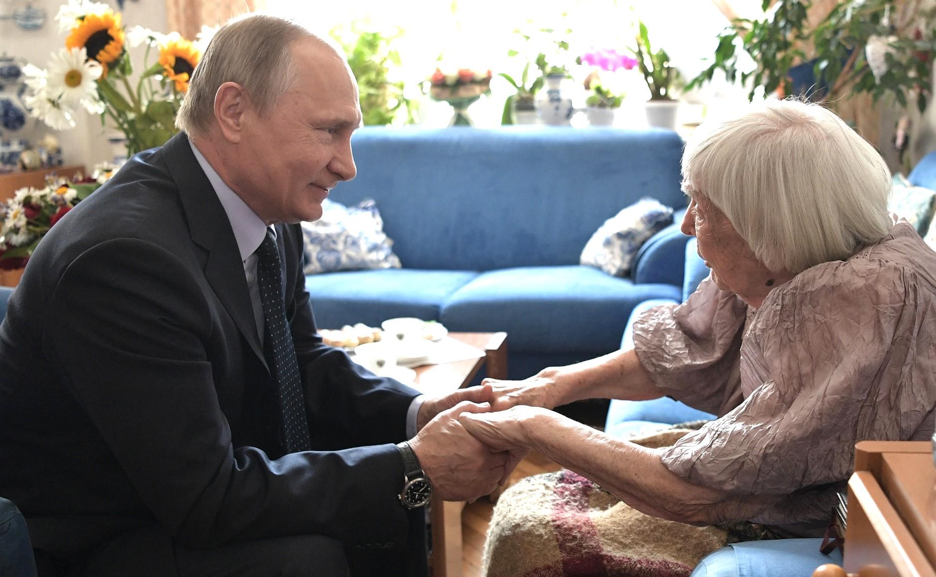 Алексеева, Путин, общество, Россия, правозащитница, скандал, целование рук