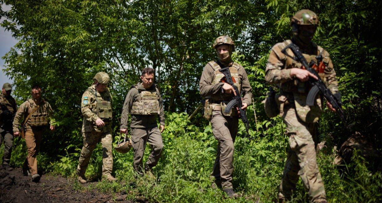 700 метров до врага: Зеленский показал фото с передовой на Донбассе