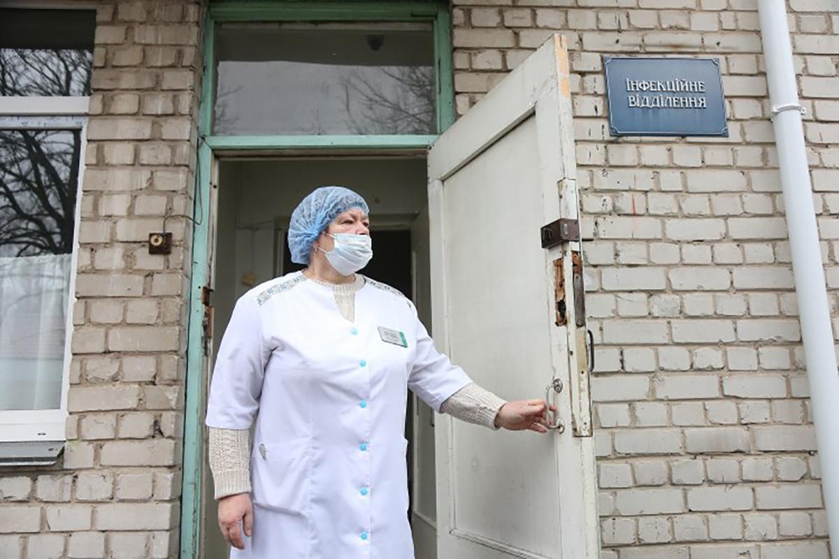 Коронавирусом заразились почти 700 украинских медиков - детали брифинга Степанова