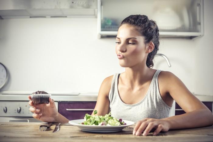 Врачи-диетологи рассказали о трех легких и вкусных правилах, помогающих сбросить вес после праздничных застолий