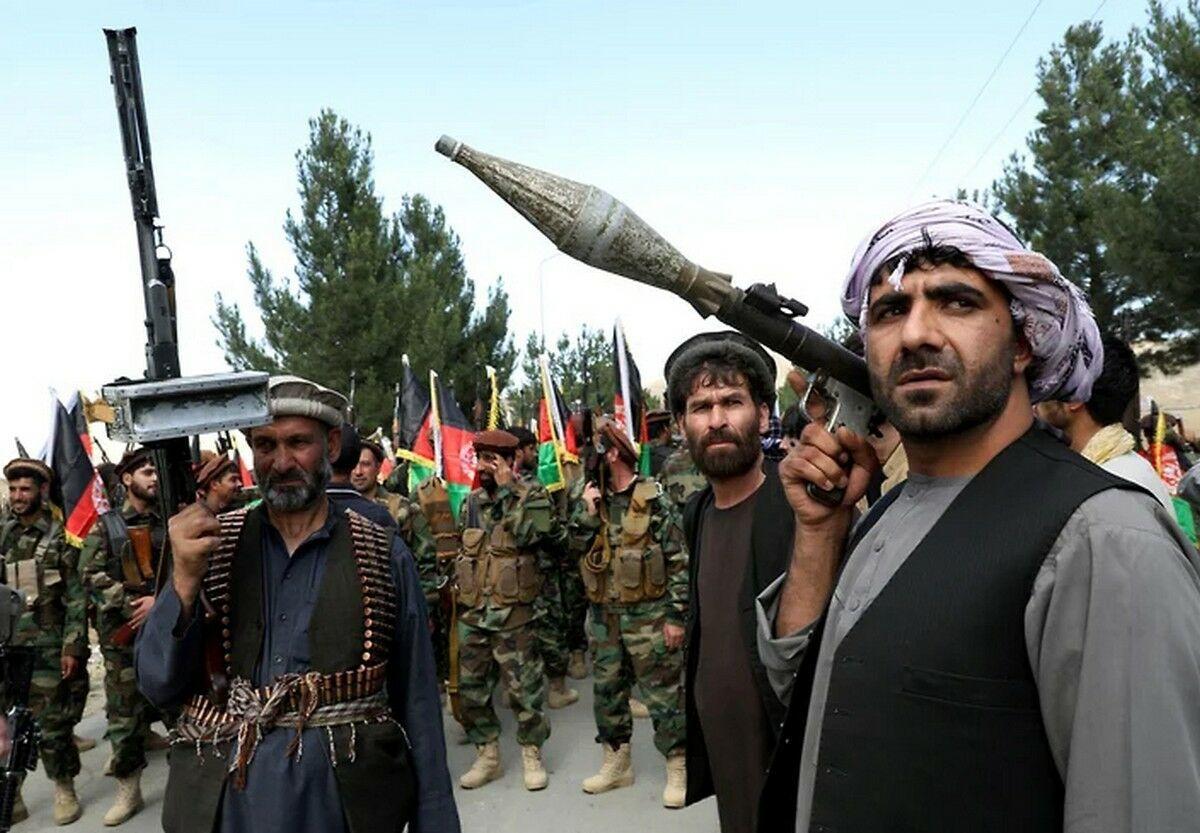 """""""Талибан"""" продолжает захватывать Афганистан: десятки тысяч людей бегут к захваченным границам, ситуация накаляется"""