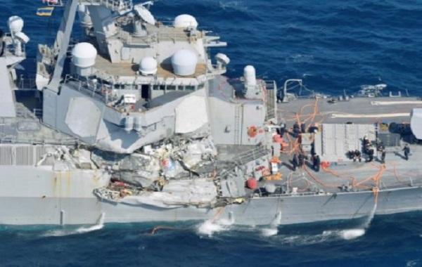 Опубликованы ужасающие кадры столкновения американского эсминца с филиппинским торговым судном: судьба семи моряков до сих пор остается неизвестной