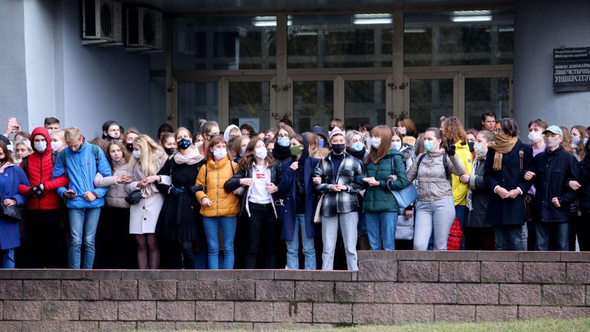 Лукашенко пояснил, что ждет студентов, которые вышли на протест