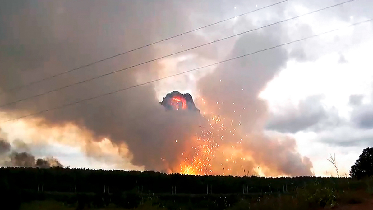 В России взорвался склад ракетно-артиллерийской части – по округе разлетаются снаряды, объявлена эвакуация