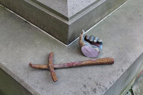 Польша обеспокоена повреждением памятника Иоанну Павлу II в Дрогобыче