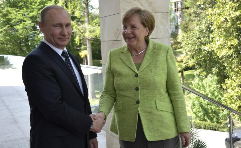 """""""Встреча Меркель и Путина завершилась: меня обижает, что стороны без представителя Украины договорились об игнорировании выработки новых соглашений по Украине"""", - журналист"""