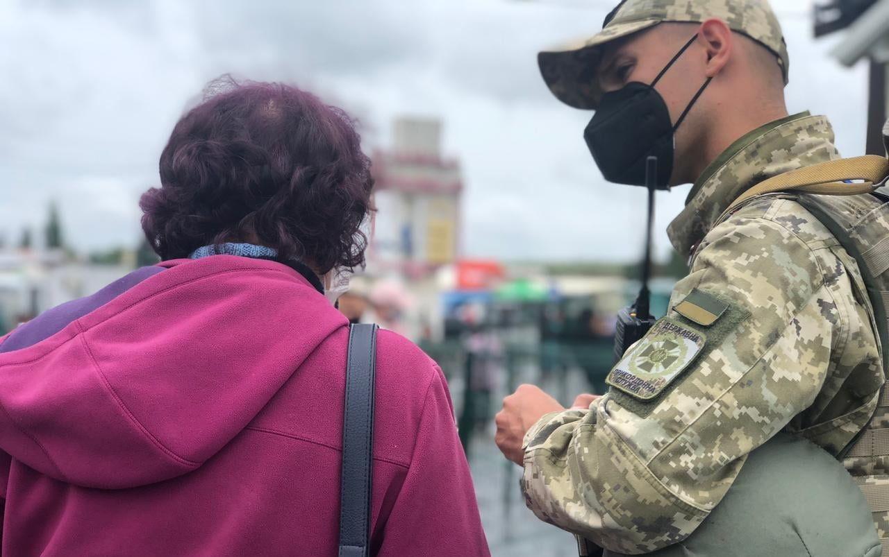 Пропуск людей из ОРДЛО без самоизоляции: в Погранслужбе Украины озвучили важное условие