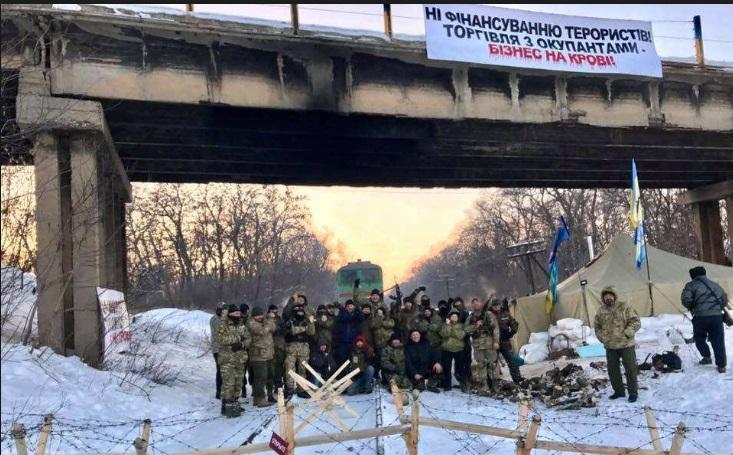 Разгон блокады Донбасса: в зоне АТО задержано 43 участника акции, есть раненые – опубликованы кадры