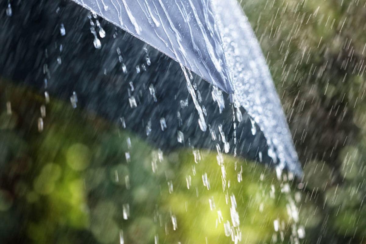 """Циклон """"Каи"""" накрывает Украину: запад зальет дождями, на восток придет жара"""