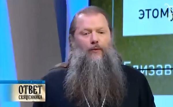 """Священник РПЦ """"заставил раскаяться"""" Дарвина: видео интервью с церковником ошарашило россиян"""