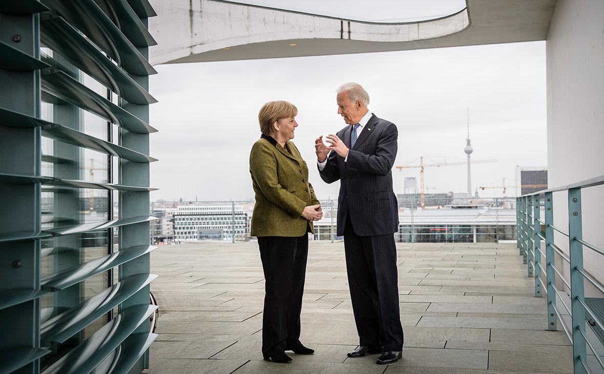 """СМИ: Меркель поедет к Байдену договариваться о судьбе """"Северного потока - 2"""""""
